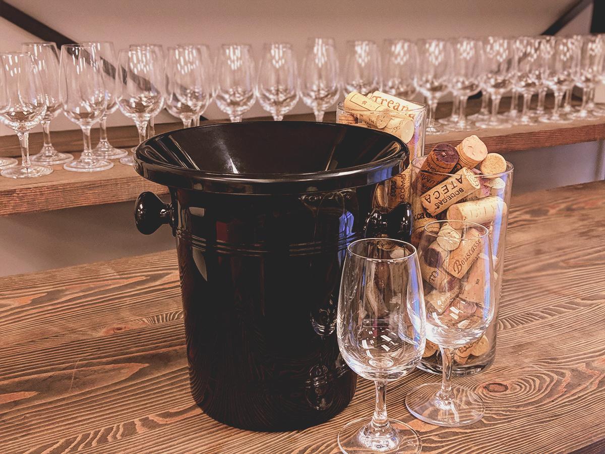 Crachoir et verre INAO en location